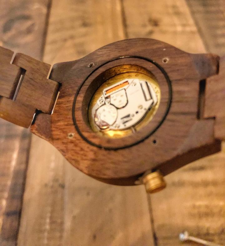 6_Clockwood_Holzuhr_Batteriewechsel